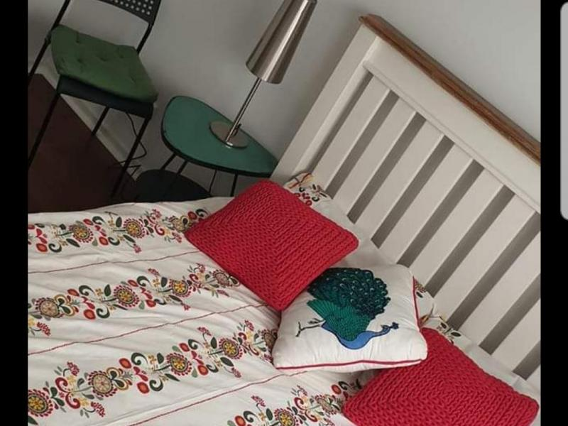Bedroom equipped with queen size bed, built in robe, desk, chair, heating and cooling.  Share bathroom with another clean tidy 20 y.o female.   A lovely open kitchen and living area to share with 50 yo non smoking warm, motherly female who loves to cook!