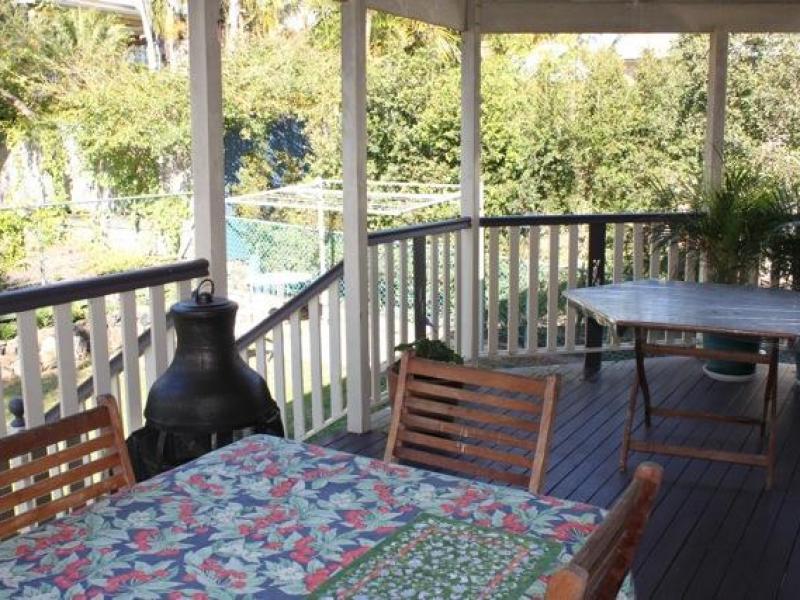 Enjoy meals on our back deck- Queensland style!