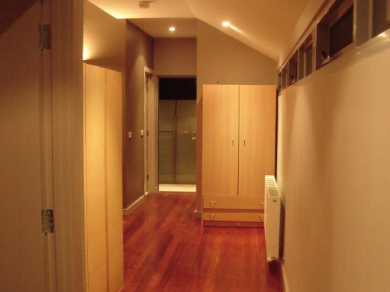 upstairs passage bedrooms to bathroom