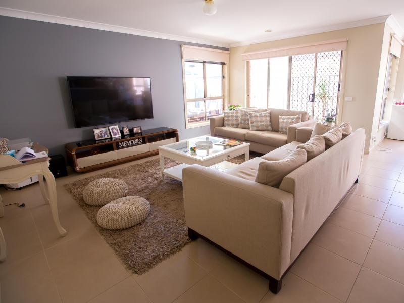 TV & Lounge Area