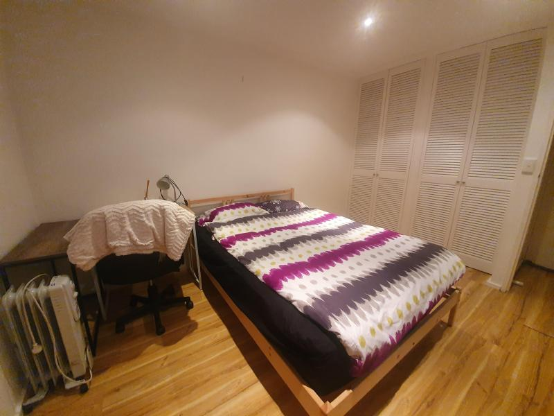 Private bedroom (double bed, lamp, study table, heater, wifi, big closet)