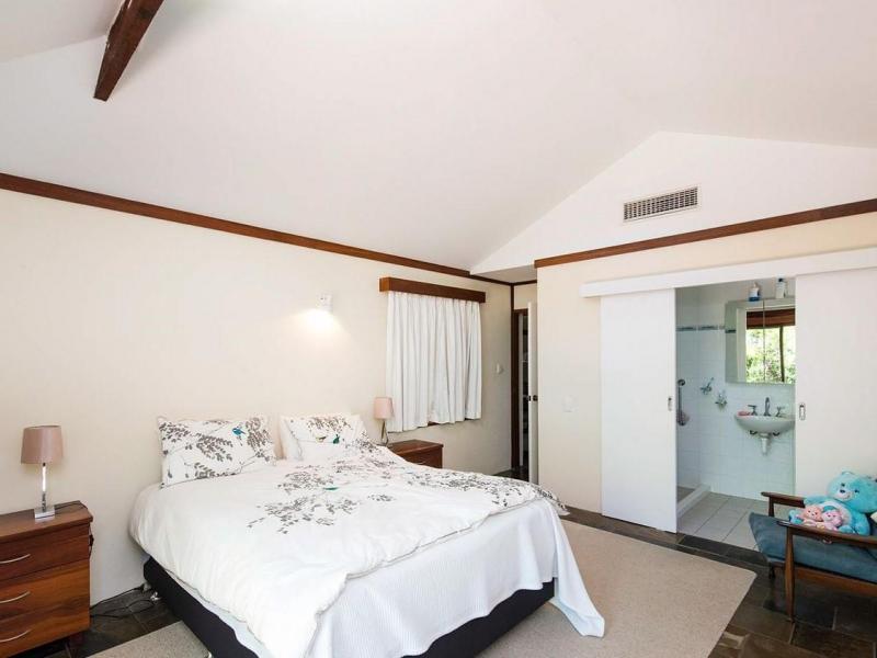 Bedroom opposite view