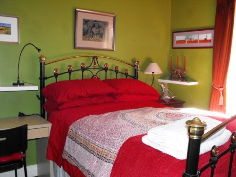 Centre bedroom