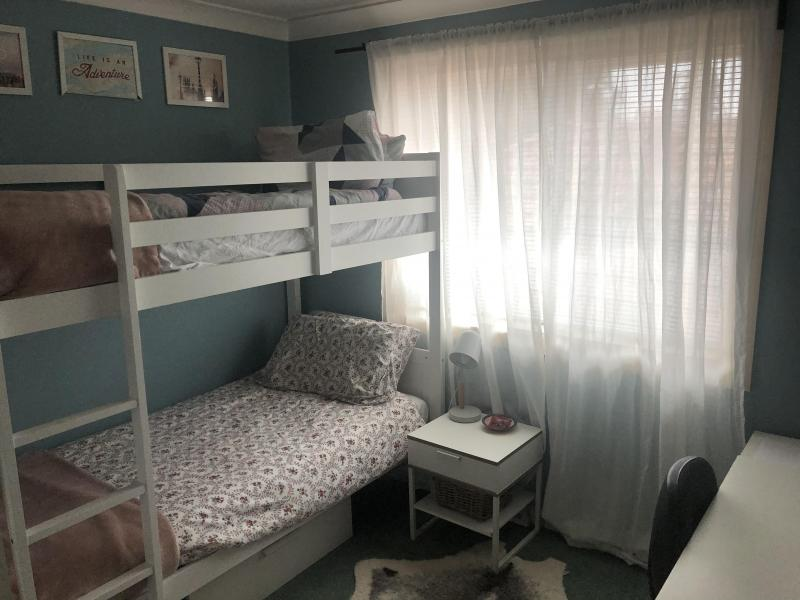 Single or twin share bedroom