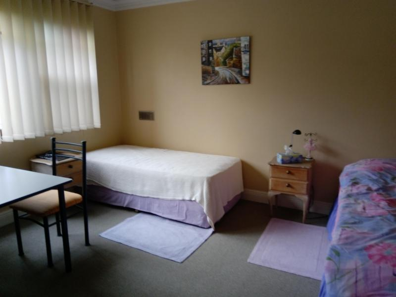Share room - 2 single beds