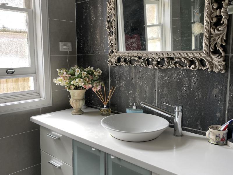 modern vintage Main bathroom