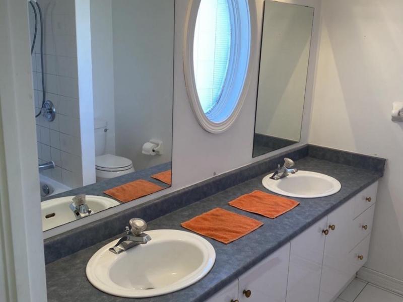 Master Bedroom Suite - En-suite Bathroom (1of3)