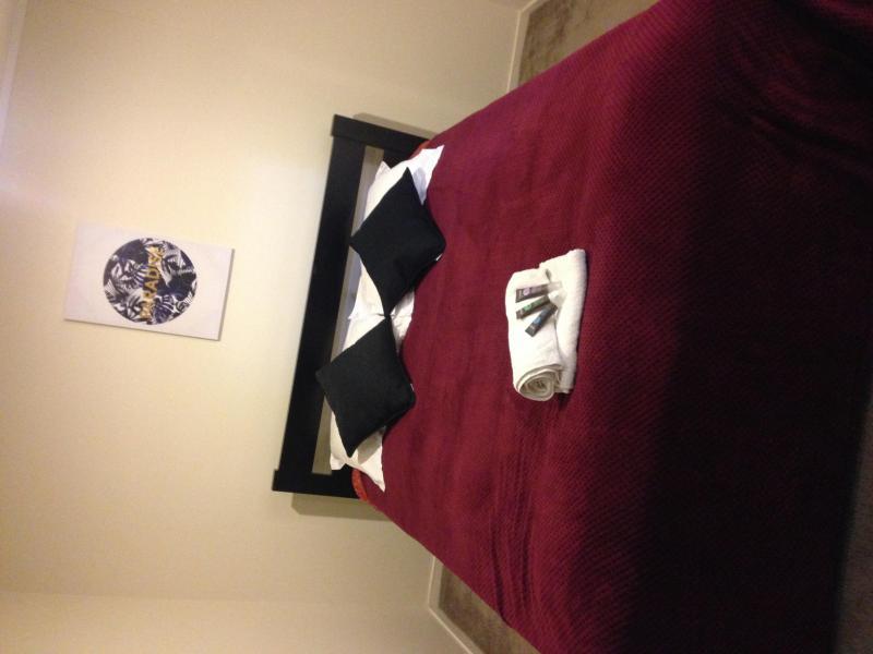 Bedroom-Queen bed