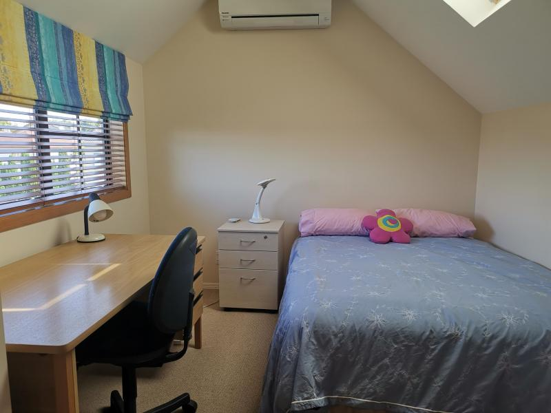 Lovely sunny dbl bedrm, ensuite bathrm, private lounge, kitchenette, aircon