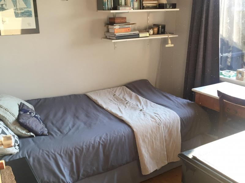 Single bedroom with Study desk and wardrobe