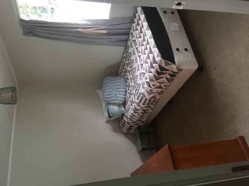 Single bedroom, spacious closet