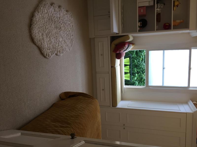 Double room with new inbuilt storage / desk / window seat / cupboard