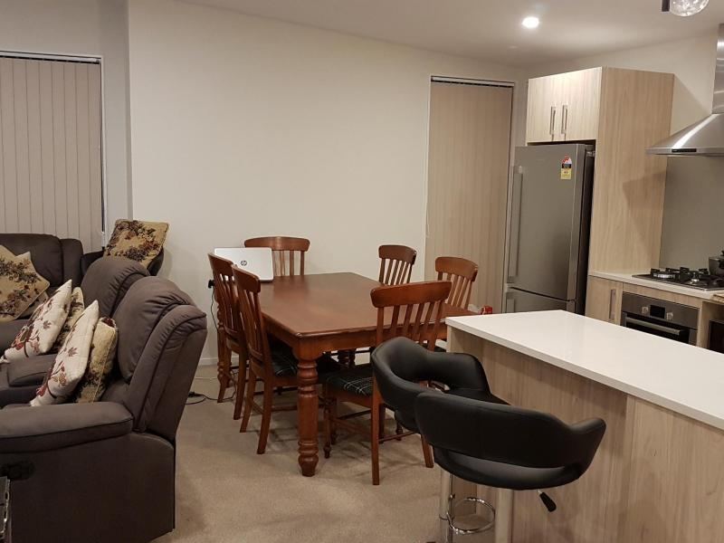 Ensuite Room Available in 3 Bed Apartment, Papatoetoe, Auckland