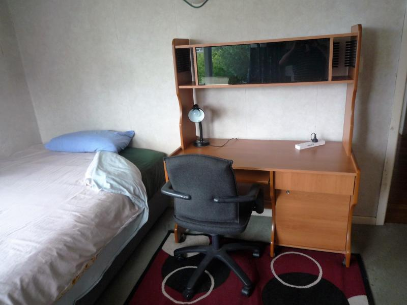Large fully furnished, warm room with double bed $NZ 280 per week