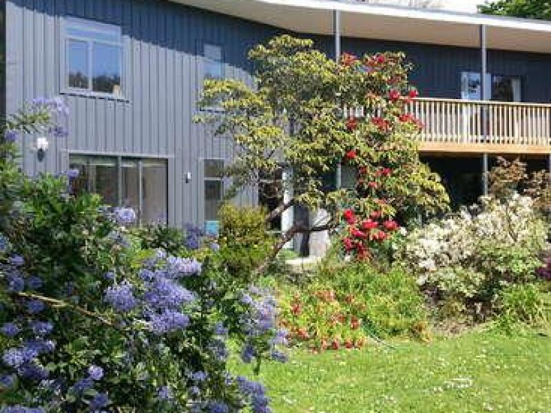 The house in spring it faces north and is warm and sunny Hany to Bush Inn Shops